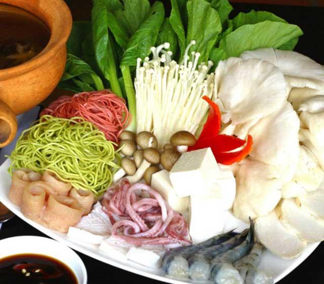 Chuẩn bị nguyên liệu cho cách nấu lẩu hải sản thái
