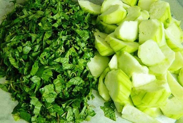 cách nấu canh cua - thái nhỏ rau và mướp