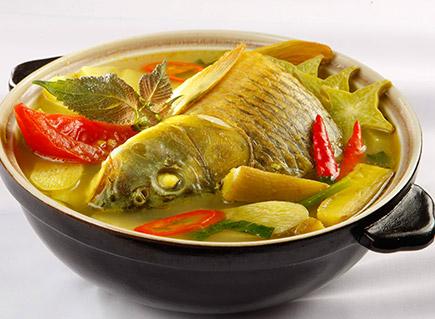 Canh cá chép nấu cùng dưa chua