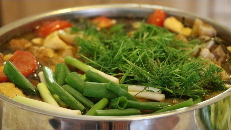 Món canh cá chép nấu cùng dưa chua
