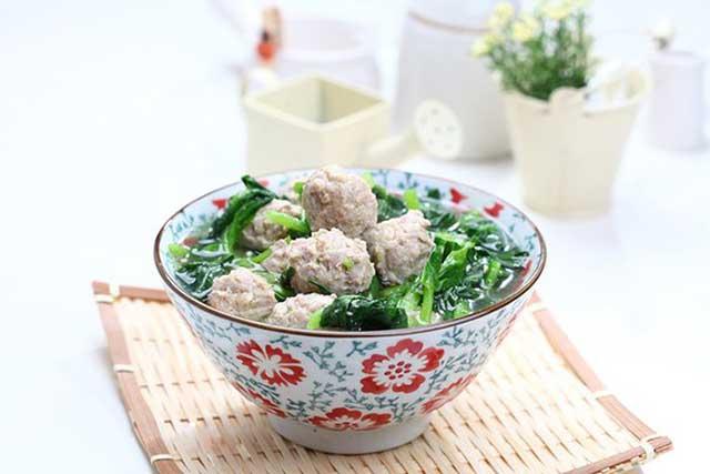 Món canh thịt viên - rau cải ngọt