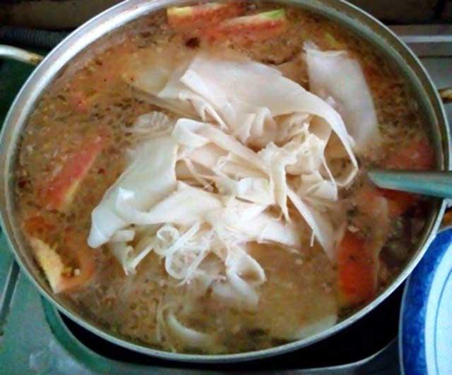 Cá hú nấu canh măng chua