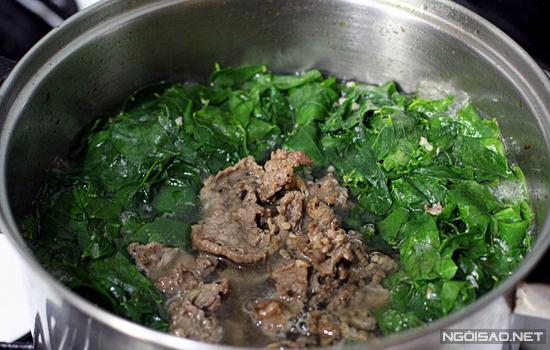 Thịt bò nấu canh rau ngót