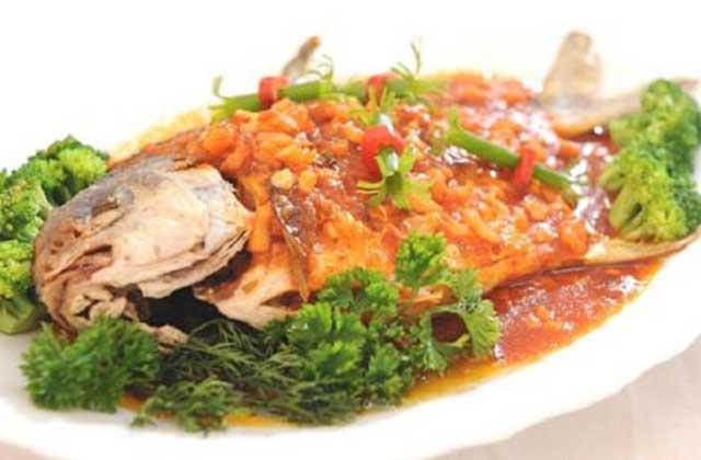 Hoàn thành món cá chép sốt cà chua