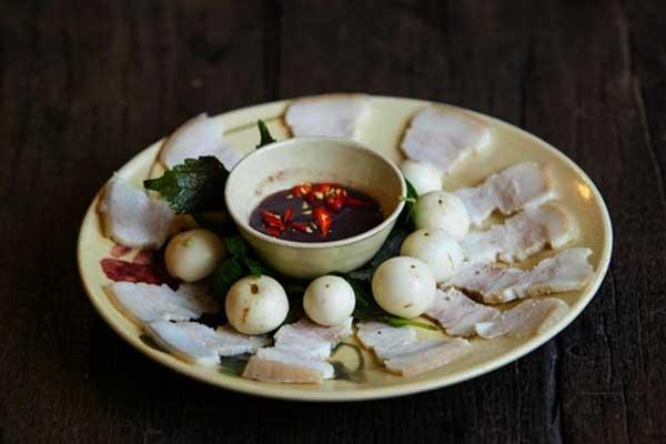 Cà muối ăn cùng thịt luộc