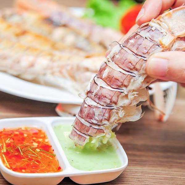 Chấm hải sản cùng muối ớt xanh