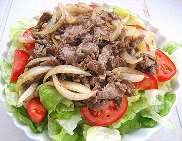 Thịt bò xào hành tây - cà chua