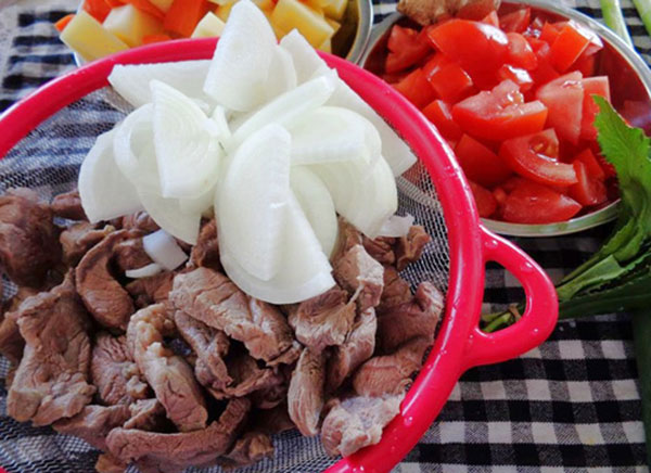 Nguyên liệu thịt bò hầm cà chua