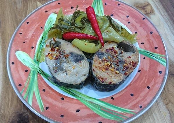 Món cá ngừ kho dưa cải