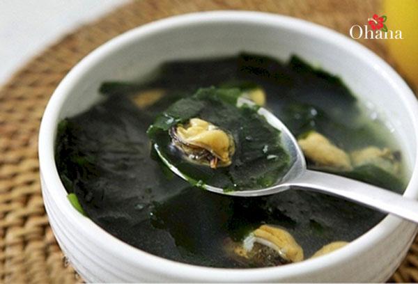 Món canh rong biển nấu ngao