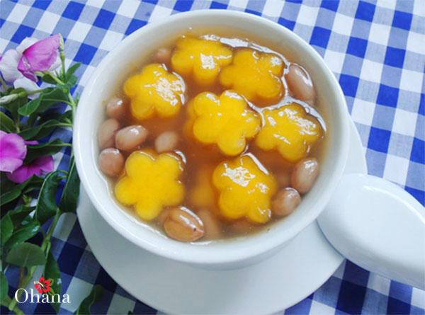 Hoàn thành món chè bí đỏ đậu phộng