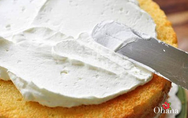 Hoàn thành món bánh kem