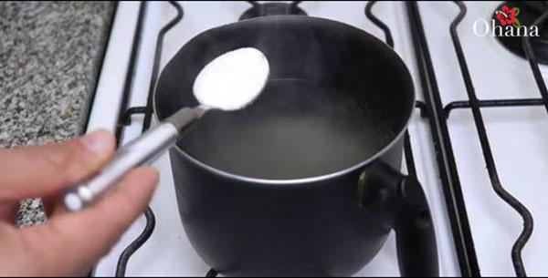 Làm nước muối ngâm trứng