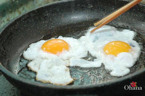 Tiến hành ốp trứng