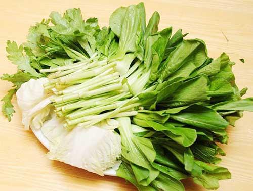 Lẩu cá tầm ăn cùng rau gì?
