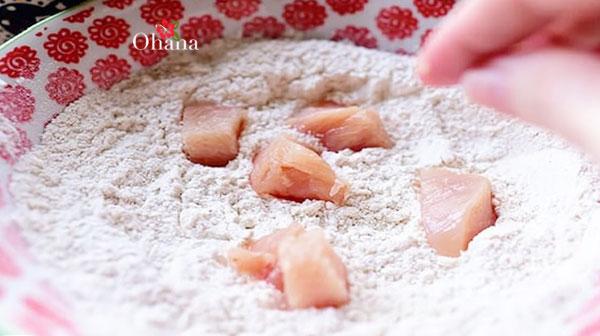 Tẩm bột cá cùng bột